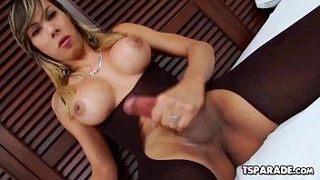Porno masturbação com travesti gostosa bem dotada